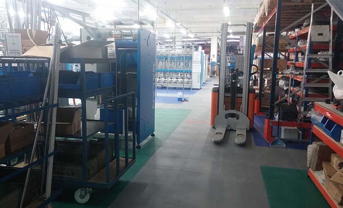 Suelo almacen industrial - Losetas PVC - Traficline