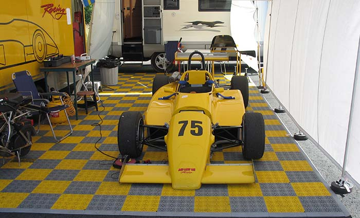 Suelo para paddocks carreras - Suelo paddocks coches - Bergo